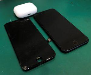 割れたiPhone 8