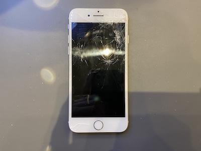 iPhone8の画面割れを即日修理!