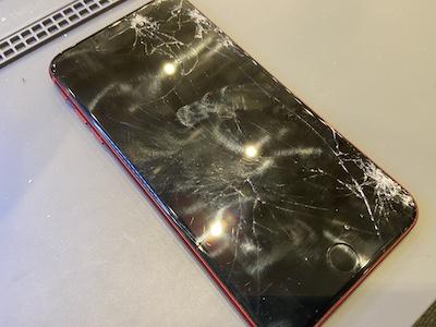 画面が割れたiPhone8Plus【画面交換】