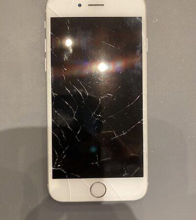 iPhone8の画面交換修理!