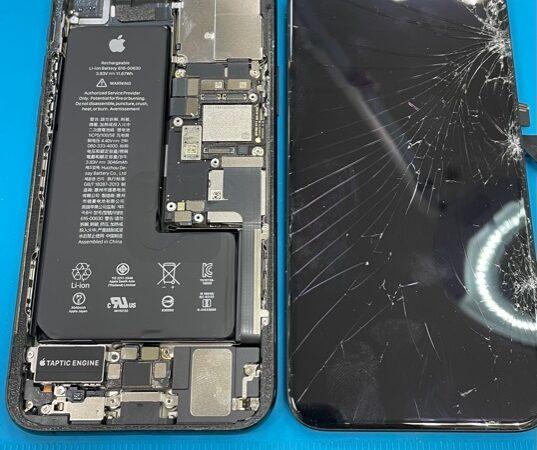 岡崎市より、iPhone11Pro画面割れ修理にてご来店!