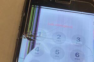 液晶が真っ黒!?iPhone8の液晶画面修理!