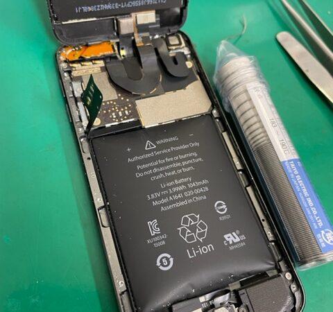 iPodtouch6 バッテリー交換 膨張している状態であればお早めに♪
